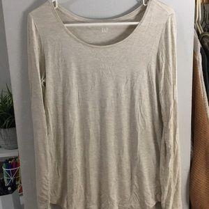 Gap cream colored long sleeve scoopneck T-shirt